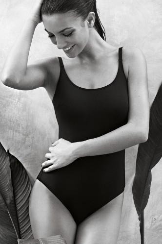 Abbildung zu Badeanzug C-G perfect black suit (L8 7703) der Marke Rosa Faia aus der Serie Badeanzüge