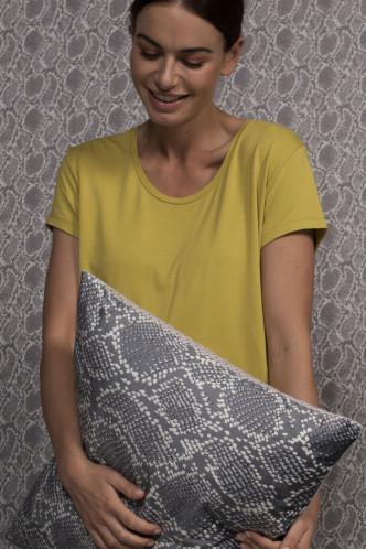 Abbildung zu Saona Uni Top Short Sleeve (409527-3064) der Marke ESSENZA aus der Serie Loungewear 2019