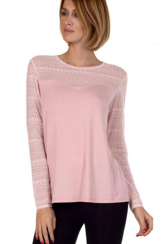 Abbildung zu Shirt langarm (86313) der Marke Cheek aus der Serie Kiss Me