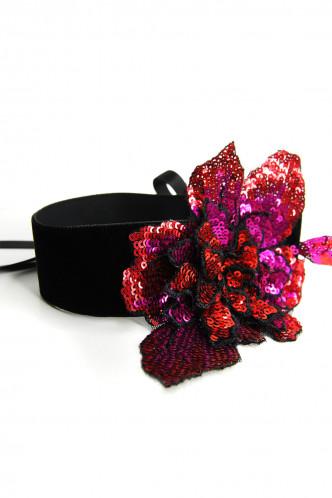 Abbildung zu SEQUIN FLOWER CHOKER - Halsband (m019) der Marke Mondin aus der Serie Hals- und Armschmuck