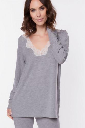 Abbildung zu Wohlfühlshirt langarm (FNA2006) der Marke Antigel aus der Serie Simply Perfect Loungewear