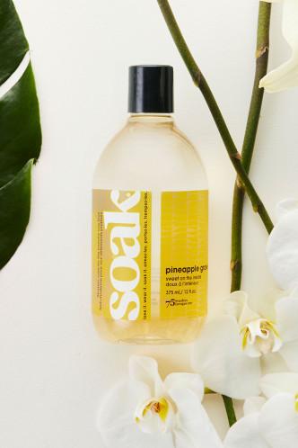 Abbildung zu Feinwaschmittel Pineapple Grove - Ananasduft (S07-6P) der Marke Soak aus der Serie Modern Laundry Care