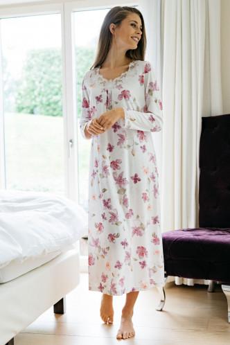Abbildung zu Nachthemd lang Blumenprint, Spitze (1414) der Marke Hutschreuther aus der Serie Fashion 2021