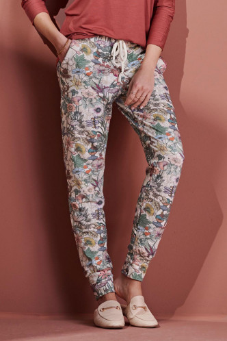 Abbildung zu Jules Marlene Trousers Long (401726-309) der Marke ESSENZA aus der Serie Loungewear 2021-2
